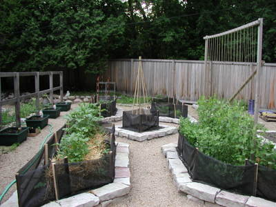Upper_garden_all_planted_052706